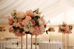 Pink bouquets wedding centerpiece