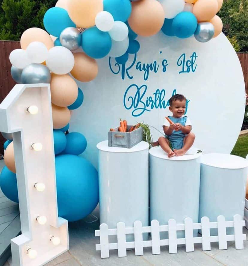 Circle balloon garland backdrop