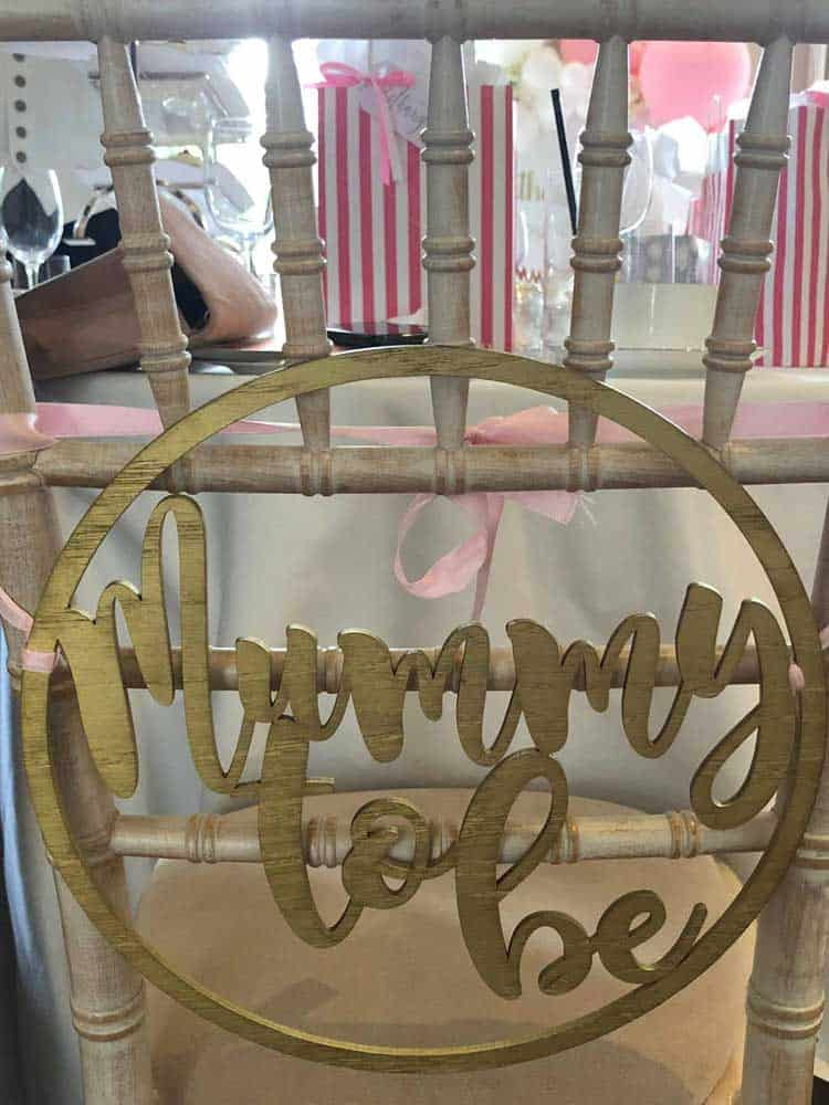 Gold mummy to be chair sign