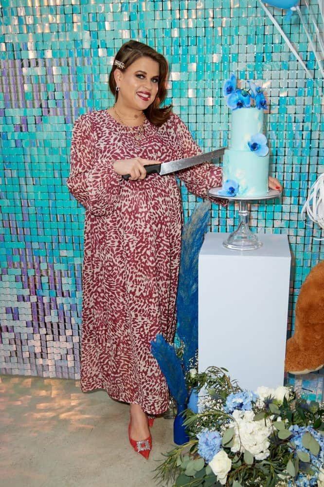 blue cake plinth