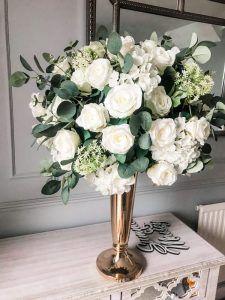 rose bouquet wedding centrepiece